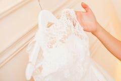 Weißes Hochzeitskleid Stockfotografie