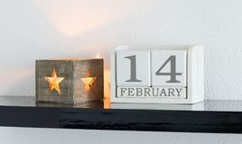 Weißes Kalenderblockgeschenkdatum 14 und Monat Februar Stockfoto