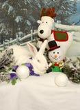 Weißes Kaninchen mit Feiertags-Freunden Lizenzfreies Stockfoto