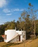 Weißes kleines Haus Stockfotos