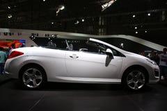 Weißes konvertierbares Auto Lizenzfreies Stockbild