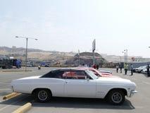 Weißes konvertierbares Chevrolet Impala in Lima Stockfoto