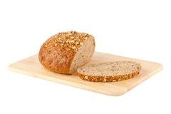 Weißes Laib des Brotes getrennt auf Weiß Stockfoto