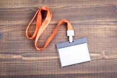 Weißes leeres Personalidentitätsmodell mit orange Abzugsleine Namensschild, Ausweis stockfotografie
