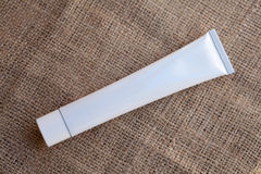 Weißes, leeres und sauberes Rohr Stockfotografie