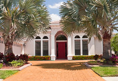 Weißes luxuriöses Haus Stockfoto