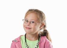 Weißes Mädchen des Kastenporträts mit tragenden Gläsern des blonden Haares Stockfotografie