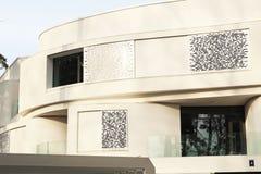 Weißes, modernes Haus Stockbilder