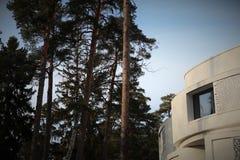 Weißes, modernes Haus Stockbild