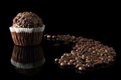 Weißes Muffin auf Schwarzem Stockfotografie