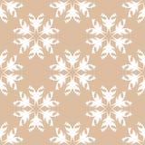 Weißes nahtloses mit BlumenDesign auf beige Hintergrund Lizenzfreies Stockbild