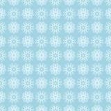 Weißes nahtloses mit Blumenmuster auf blauem Hintergrund Lizenzfreie Stockfotografie