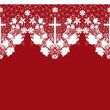 Weißes nahtloses Spitzemuster mit Kreuz auf Rot Lizenzfreies Stockfoto