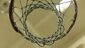 Weißes Netz eines Basketballkorbes stock video footage