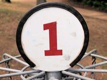 Weißes Nummer Eins-Zeichen lizenzfreie stockfotos