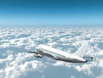 Weißes Passagierflugzeug fliegt in hohem Grade über Wolken Stockbild