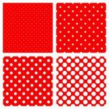 Weißes Polkapunktmuster auf Rot Stockbilder