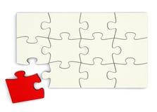Weißes Puzzlespiel - rotes Stück unterschiedlich Lizenzfreies Stockfoto