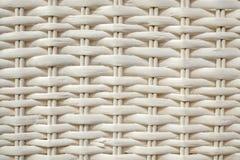 Weißes Rattan gesponnenes Muster, Nahaufnahme des strukturierten Hintergrundes lizenzfreie stockfotos