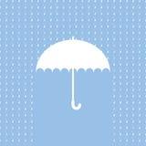 Weißes Regenschirmsymbol auf blauem Hintergrund Stockfoto