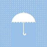 Weißes Regenschirmsymbol auf blauem Hintergrund Lizenzfreie Stockfotografie