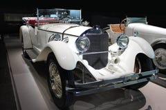 Weißes Retro- Kabriolett Stockfoto