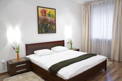 Weißes Schlafzimmer Lizenzfreies Stockbild