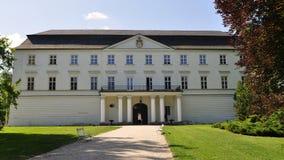 Weißes Schloss in Hradec nad Moravici lizenzfreies stockfoto