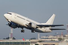 Weißes schmales Körperjet-Flugzeug lizenzfreie stockfotos
