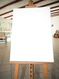 Weißes Segeltuch auf hölzernem Gestell Stockbild