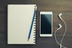 Weißes Smartphone lizenzfreie stockfotos