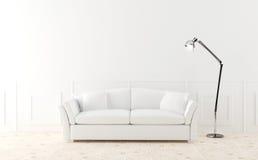Weißes Sofa im leuchtenden Raum Lizenzfreie Stockbilder