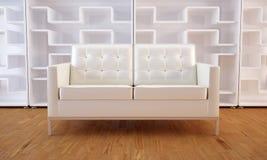Weißes Sofa und Bücherschrank Lizenzfreie Stockfotos