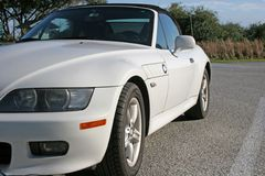 Weißes Sport-Auto Lizenzfreie Stockfotografie