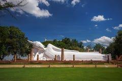 Weißes stützendes Buddha-Bild lizenzfreie stockfotografie