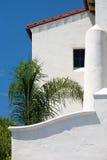 Weißes Stuckgebäude. Lizenzfreies Stockfoto