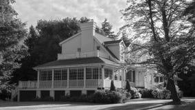 Weißes sunlite Haus stockbild