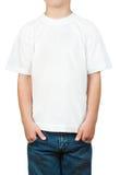 Weißes T-Shirt auf einem kleinen Jungen Lizenzfreie Stockfotografie