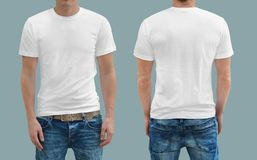 Weißes T-Shirt auf einer Schablone der jungen Frau Lizenzfreies Stockbild