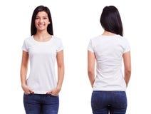 Weißes T-Shirt auf einer Schablone der jungen Frau Lizenzfreies Stockfoto