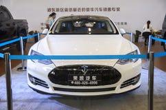 Weißes tesla Auto Lizenzfreies Stockfoto