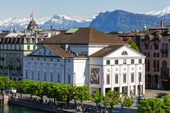 Weißes Theatergebäude in der Luzerne Lizenzfreie Stockbilder