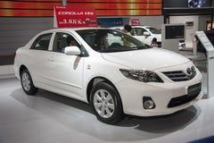 Weißes Toyota- Corollaauto Stockfotos