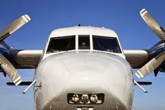 Weißes Transportflugzeug Lizenzfreie Stockfotografie
