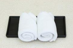 Weißes Tuch auf schwarzem Tellersegment Lizenzfreies Stockfoto