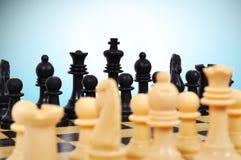 Weißes und schwarzes Schach stockfotografie