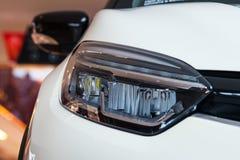 Weißes vorderes Licht des Sportautos LED stockfotos