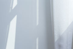 Weißes Vorhangfenster Stockbild