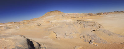 Weißes Wüstengebirgspanorama lizenzfreies stockbild