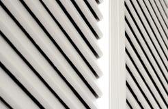 Weißes Wandschranktürdetail Stockfoto